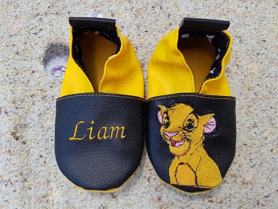 tout à fait stylé prix réduit bas prix Chaussons souples cuir, simili cuir, chausson bébé, chausson garçon,  chausson fille, chausson enfant, chausson personnalisé, roi lion, simba