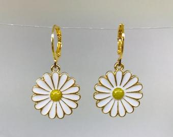 Handmade EarringsHandmade Screw back Earrings with White Daisy  Big Daisy Earrings Handmade anti-allergic earring Summer Earrings