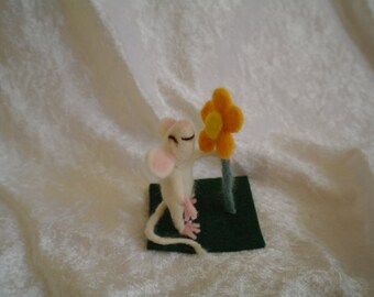 Needle felted Mouse with flower