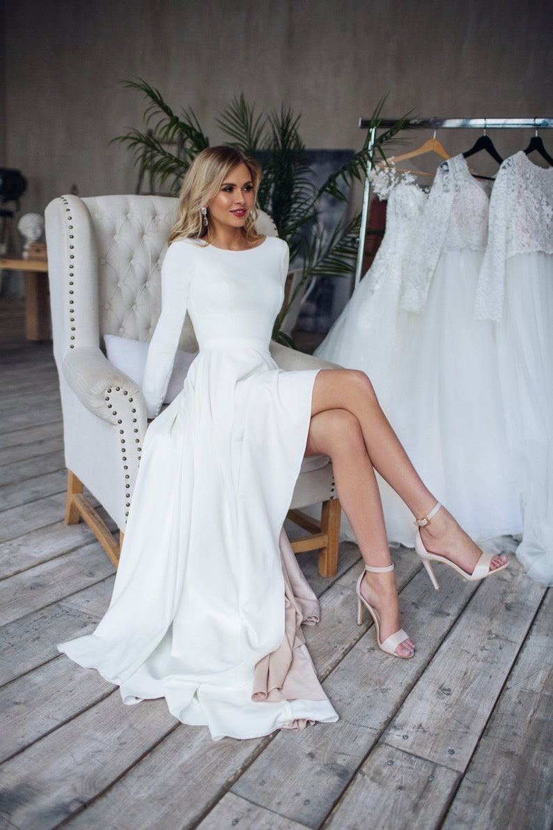 Simple Wedding Dress Dalarna, High Low skirt Wedding dress, crepe minimalistic dress