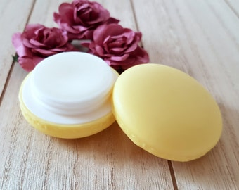 Lip balm in Macaron/large, coconut with mild Vanilla flavor