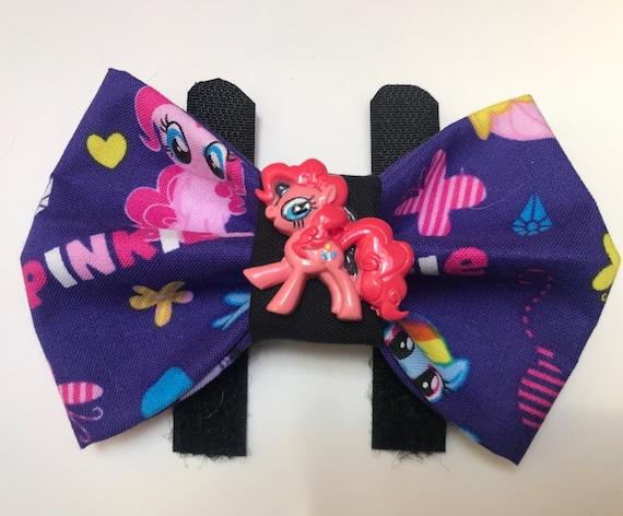 Poney rose avec noeud
