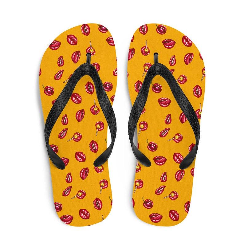 Flip flops with pop art lips pattern Toe post sandals