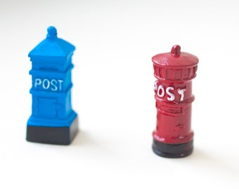 Mini mailboxes in red and blue