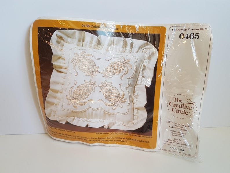 Vintage Candlewicking Ruffled Pillow Kit Colonial Welcome Creative Circle #0465 New in Package