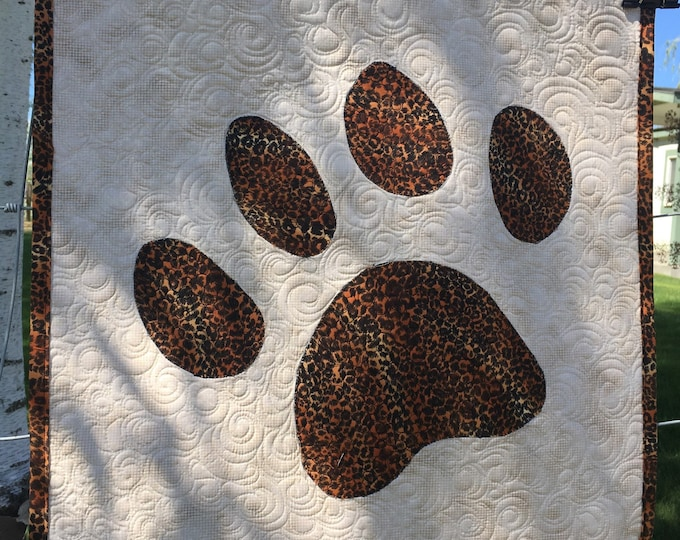 Animal Tracks, Table topper