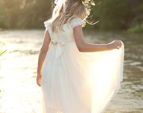 Flower girl dress, Ivory Flower Girl dress, Ivory Tulle Flower Girl Dress, Boho Ivory Flower Girl Dress, Bohemian Rustic Lace Flower Girl