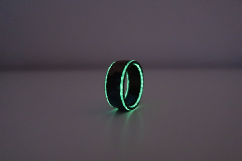 Carbon Fiber Glow in the dark,Yellowgreen glowing on the sides with Hybrid  Resin about 9 mm width