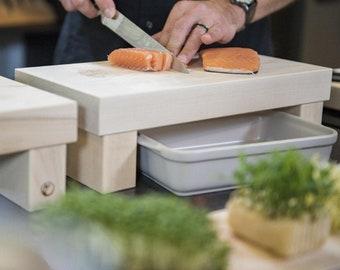 Cutting board 'Favorite board' - raised kitchen board made of solid maple wood, robust kitchen helper, cutting board on legs by orangewood