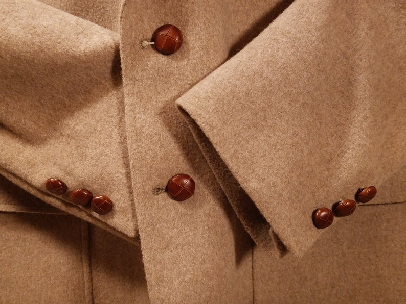 Fully Lined Single Vent Excellent Condition Vintage 42R Harold Grant Tan Sport Coat with Leather Knot Buttons