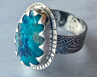 Nouveau Deco Collection: Shattuckite Ring with Wide Patterned Band and Scalloped Bezel, Elegant Statement Ring with Rare Blue Stone