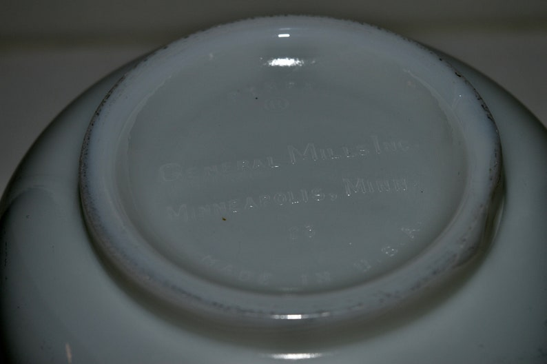 Made in U.S.A Pyrex Heavy Glass Bowl with Spout Vintage Pyrex White Milk Glass Made for General MIlls Pyrex General Mills Mixing Bowl