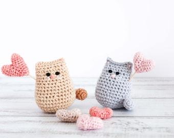 "Crochet cat pattern // Itty bitty ""love me"" kitty // Valentine cat pattern // valentine amigurumi"