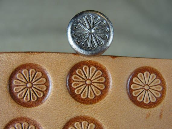J520 Flower Center Leather Stamp 6520-00