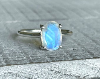 Moonstone Engagement Ring/Size 7/ Oval Solitaire/June Birthstone/925 Sterling Silver/Dainty Wedding Ring/Minimalist Gift Ideas/Rainbow Flash