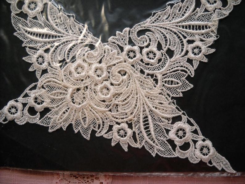 Vintage Queen Craft Lace Collar NOS