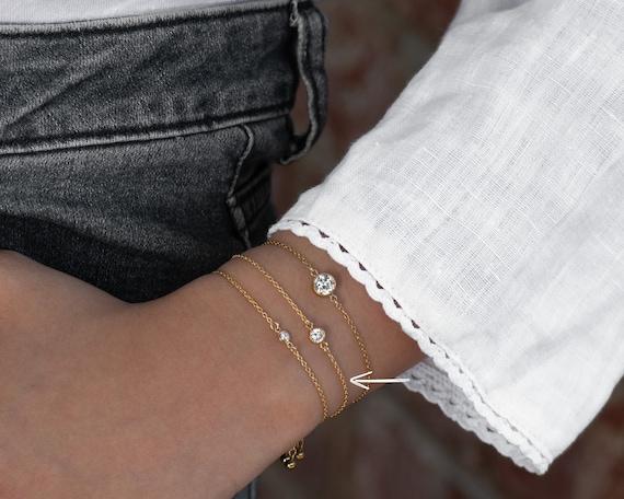 Dainty Solitaire Bracelet (Med Stone 81B)