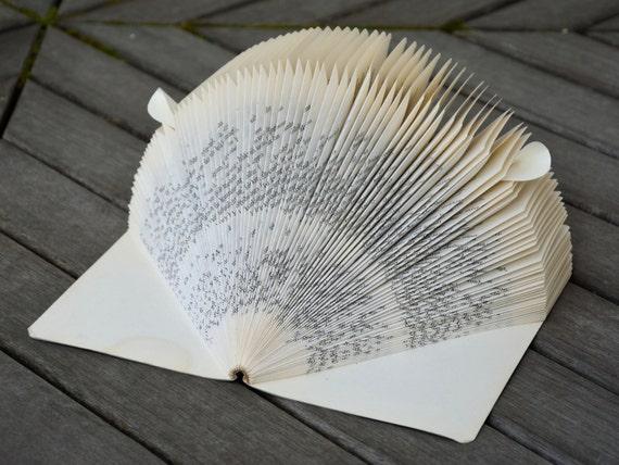 Herisson Decoratif Fait Avec Un Livre Entier Papier Plie Recyclage Surcyclage Fait A La Main