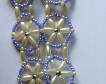 Beaded bracelet in pearl, silver and blue beads