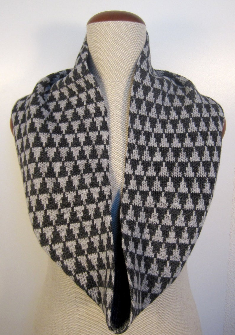 Knit infinity scarfKnitted infinity scarf geometric pattern image 0