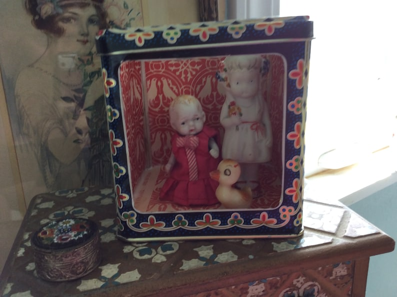 REDUCED! Vintage Tin Box Miniature Doll Diorama Display, Lined with Antique  Italian Toscana Firenze Wallpaper