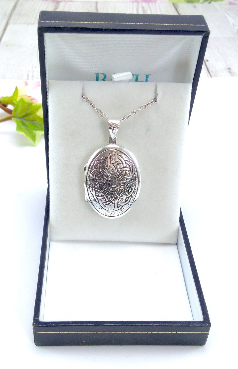 Large Oval 925 Sterling Silver Photo Locket Pendant Necklace