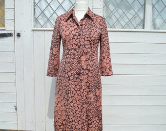 Vintage 50s Dress, Size 12, 50s Day Dress, Long Sleeved Dress, Pink Floral Dress, Pink Shirt Dress, Pink and Black, Rose Fabric