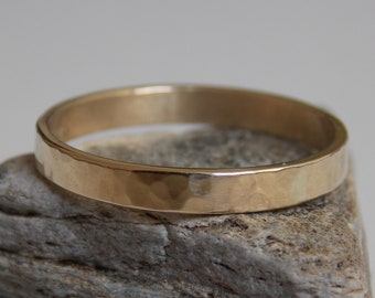 Thin gold ring with a hammered effect embossed 9 k Yellow