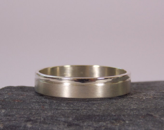 4 mm mat & gloss band in 9-Carat white gold