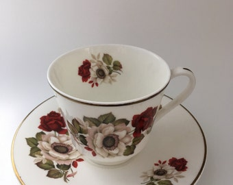 Pretty Floral Bone China Tea Cup & Saucer Made In England