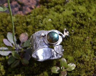 Adjustable Rustic Silver ring with Labradorite - costum made