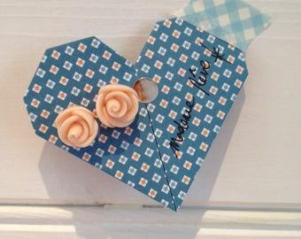 The lili Rosae pupuces flesh-colored earrings