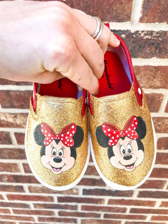 12e0401626d2 Red glittery Minnie Mouse baby shoes
