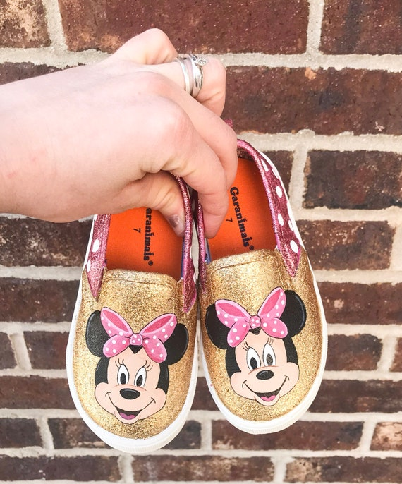 9b89cd25f713 Pink Glittery Minnie Mouse baby shoes