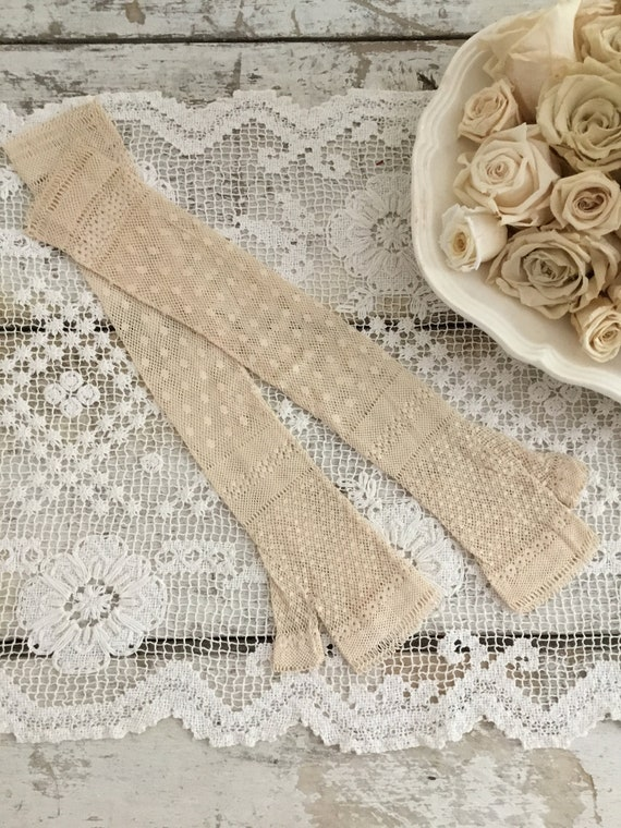 Antique Lace Fingerless Gloves