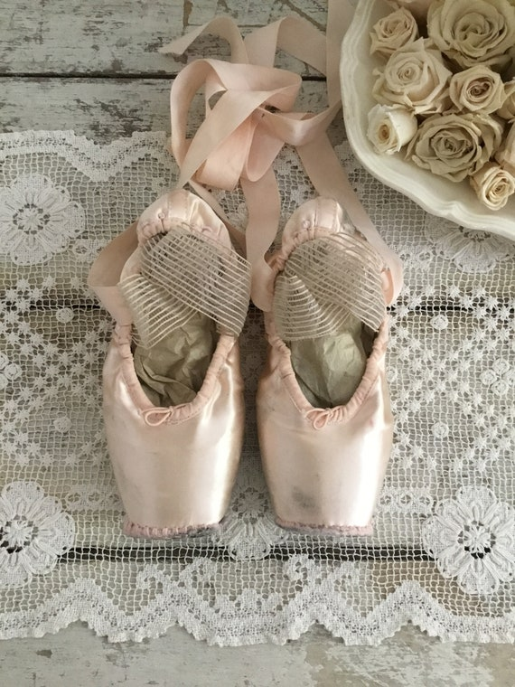 Shabby Bloch Ballet Pointe Shoes