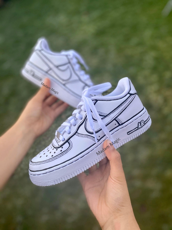 Peint à la main personnalisé Nike Air Force 1 Faible Dessin animé 2D Effet AF1 personnalisé fait pour commander cadeau d'anniversaire Baskets ...