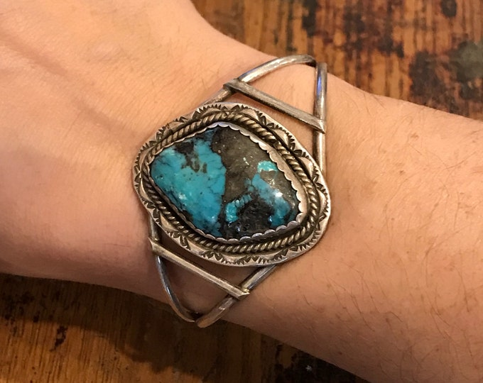 Stunning Vintage Native American Turquoise Sterling Cuff Bracelet w/ large stone.