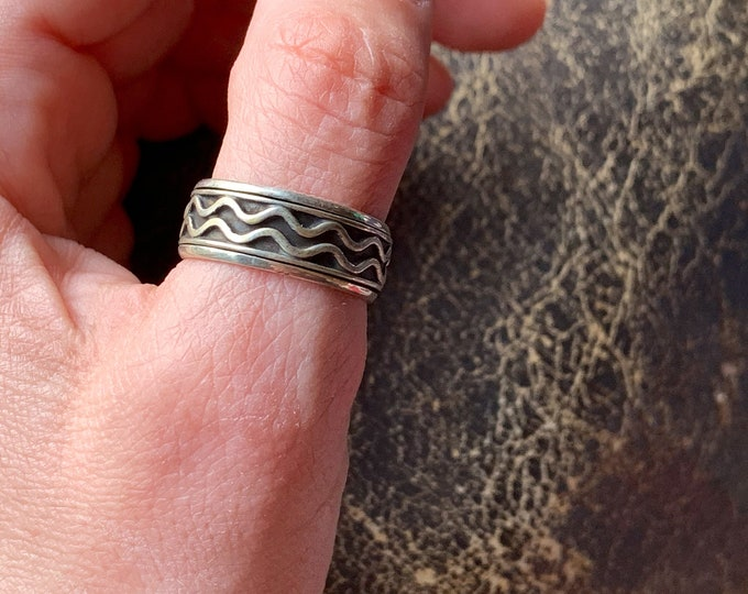 Sterling Silver Wave Pattern Spinner Ring Band