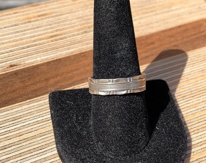 Vintage Sterling Silver Etched Detailed Band
