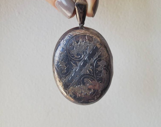 Large Vintage Siam Sterling Silver Etched Locket