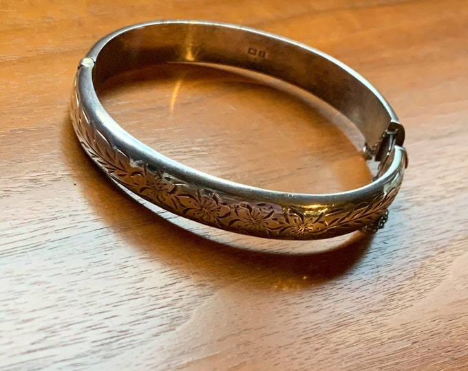 1950s English Sterling Silver Clamp Bangle Bracelet w/ Floral detail