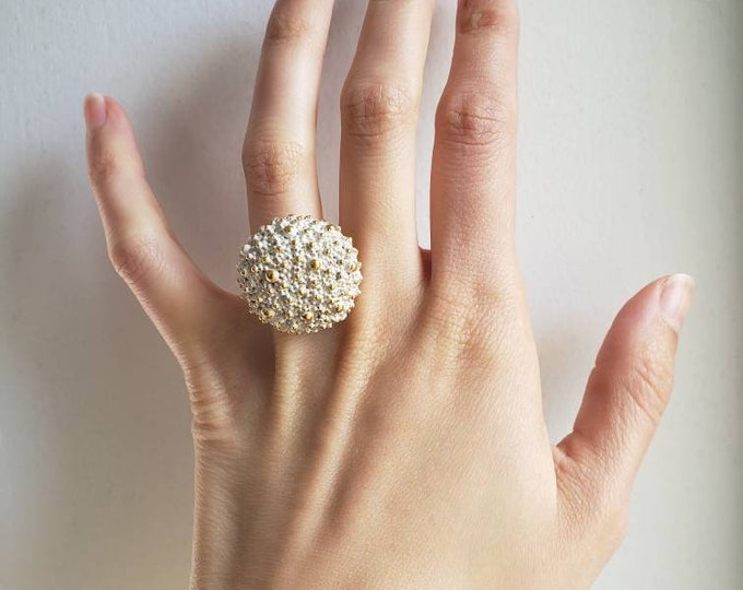 White and Gold Frosted Cocktail Costume Ring