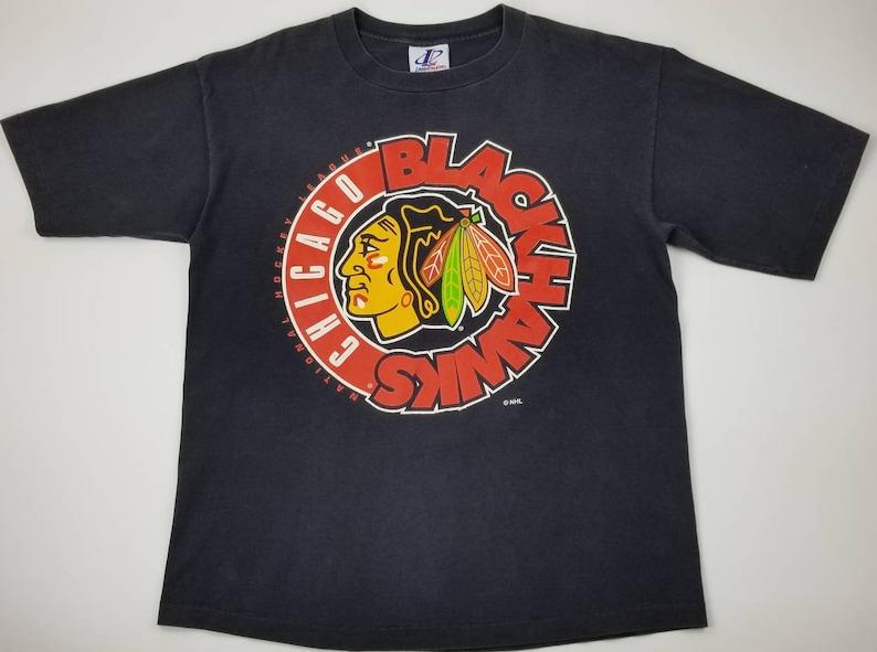 wholesale dealer 01aa7 d4dc5 VTG 90s Chicago Blackhawks NHL Spell Out Logo Athletic Black Hockey T-shirt  Size Large streetwear hip hop rap tee bulls white sox bears cubs