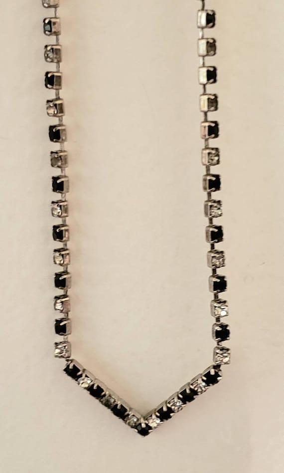 Black and white single V Shaped single strand rhin