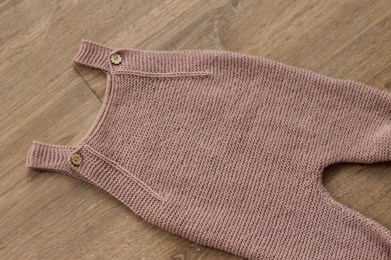 Knitted romper pattern 9-12 months English image 0