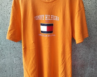 4f5d9b75d Vintage Tommy Hilfiger Spell Out t shirt roundneck