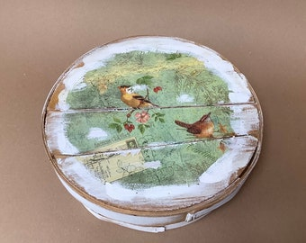 Vintage wood basket with lid,  Refurbished distressed box,   Hand painted wood box,   Upcycled rustic box with bird design,   Country decor