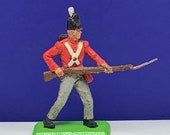 BRITAINS TOY SOLDIERS Deetail 1971 England uk metal plastic miniature vintage vtg mcm British are coming queens guard rifle scabbard bayonet