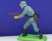 BRITAINS TOY SOLDIERS Deetail 1971 England uk metal plastic miniature vintage vtg mcm German ww2 wwii rifle machine gun world war two 2